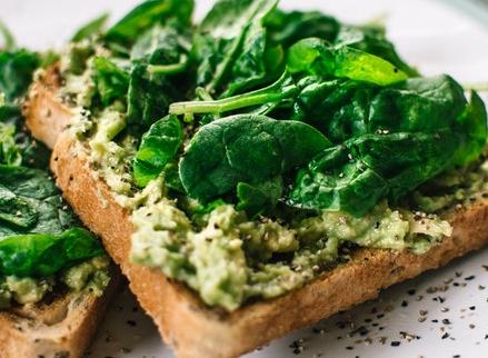 Können entzündungshemmende Lebensmittel helfen, Schübe zu bekämpfen?