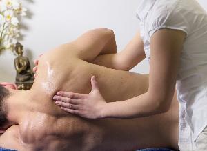 Physiotherapie, chronische Erkrankungen und Schmerzen: die Antworten eines Experten