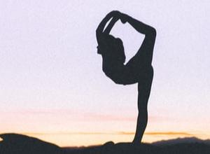 Entdecken Sie, wie Yoga das Leben von Patienten mit chronischen Krankheiten verbessern kann